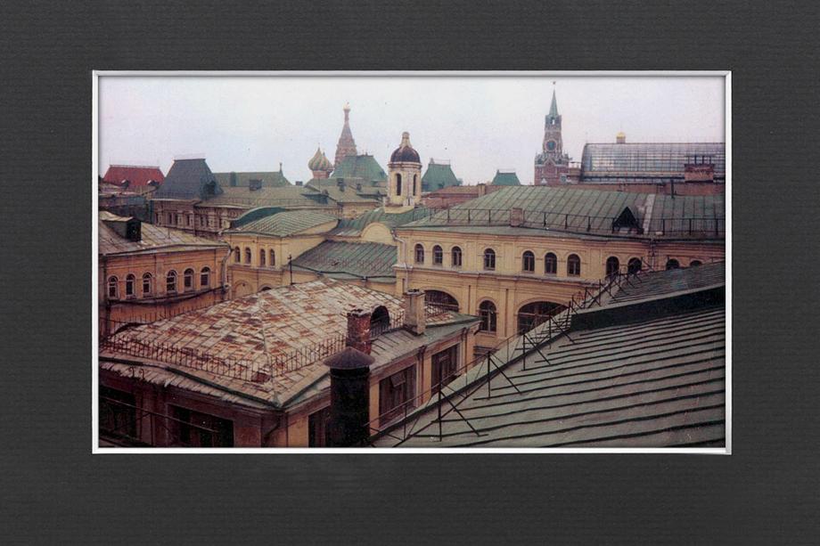 Современный вид на остатки церкви Ильи Пророка, единственной сохранившейся части древнего Ильинского мужского монастыря, в честь которого, собственно, улица Ильинка и получила своё название.