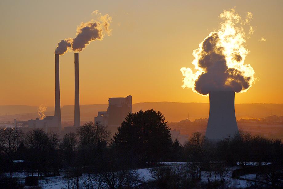 В числе выбросов в атмосферу антропогенного происхождения диоксид азота занимает одно из первых мест. Его источники – продукты сгорания тепловых электростанций, выхлопы автомобильного транспорта, отходы металлургических производств.