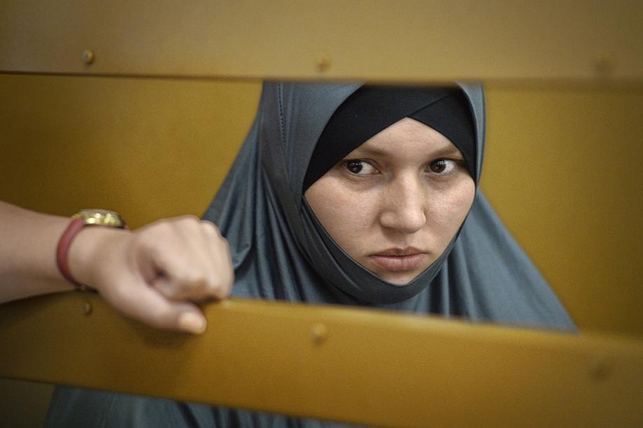 2018 год. Вика Будайханова в 18 лет уехала в Сирию. Возвращена в Россию в рамках операции по возвращению на родину детей и женщин с территорий, освобождённых от боевиков «Исламского государства». Получила условный срок 5 лет.