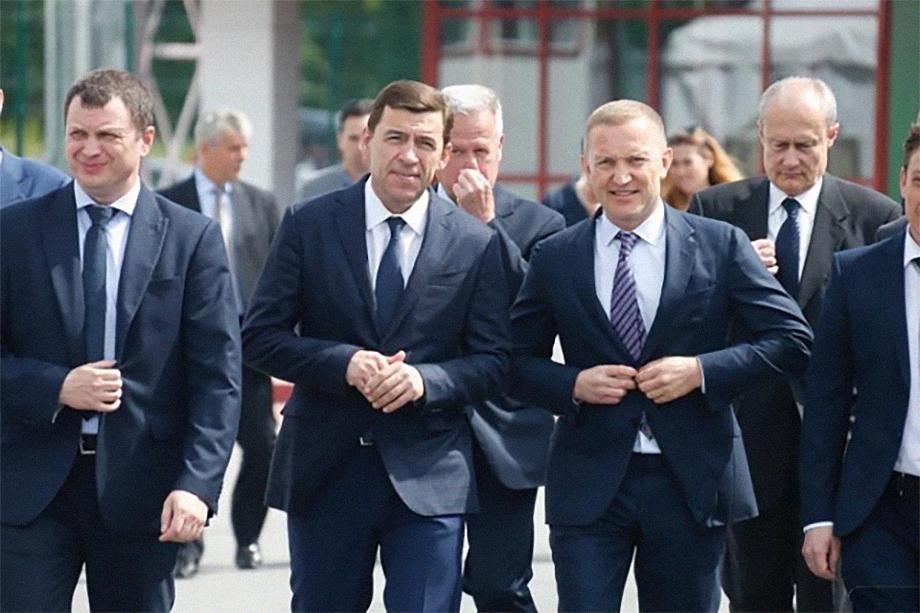Эту фотографию Кочеткова (справа, рядом с Евгением Куйвашевым) смело можно назвать единственной, которую возможно найти в открытых источниках.