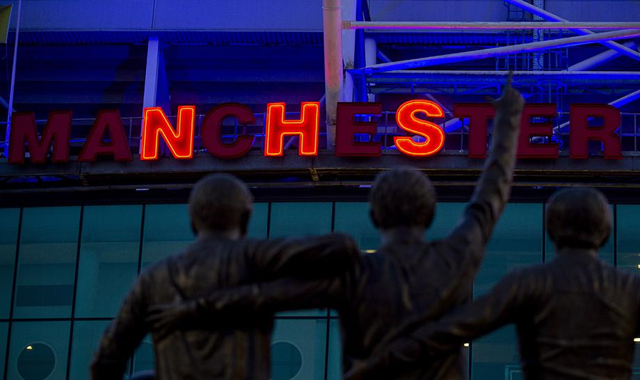 «Манчестер Юнайтед» − в поддержку сотрудников Национальной службы здравоохранения в Великобритании.