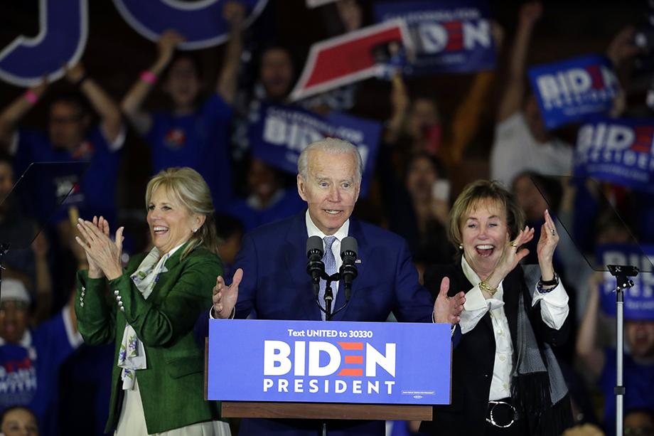 После всей этой чреды событий у Джо Байдена, а соответственно, и у демократов появились реальные шансы обосноваться в Овальном кабинете.
