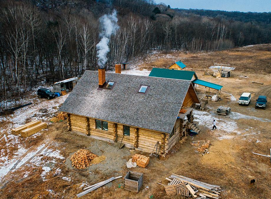 Предприниматель Андрей Шаплов и его компаньоны построили пекарню «Хлеб-отец» на земле, взятой по программе «Дальневосточный гектар» в Приморском крае.