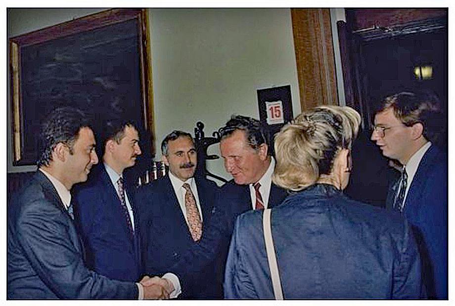 Комиссия палаты депутатов по обороне принимает венгерскую делегацию (Антонио Паппалардо третий слева). 15 сентября 1993. Италия.