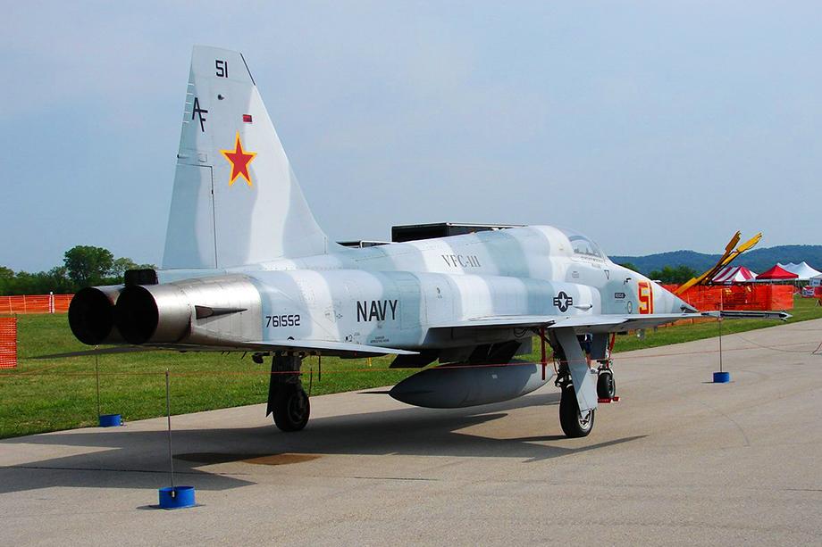 «Советские самолёты» в авиапарке 64-й и 65-й эскадрилий имитировали истребители F-5 Tiger.