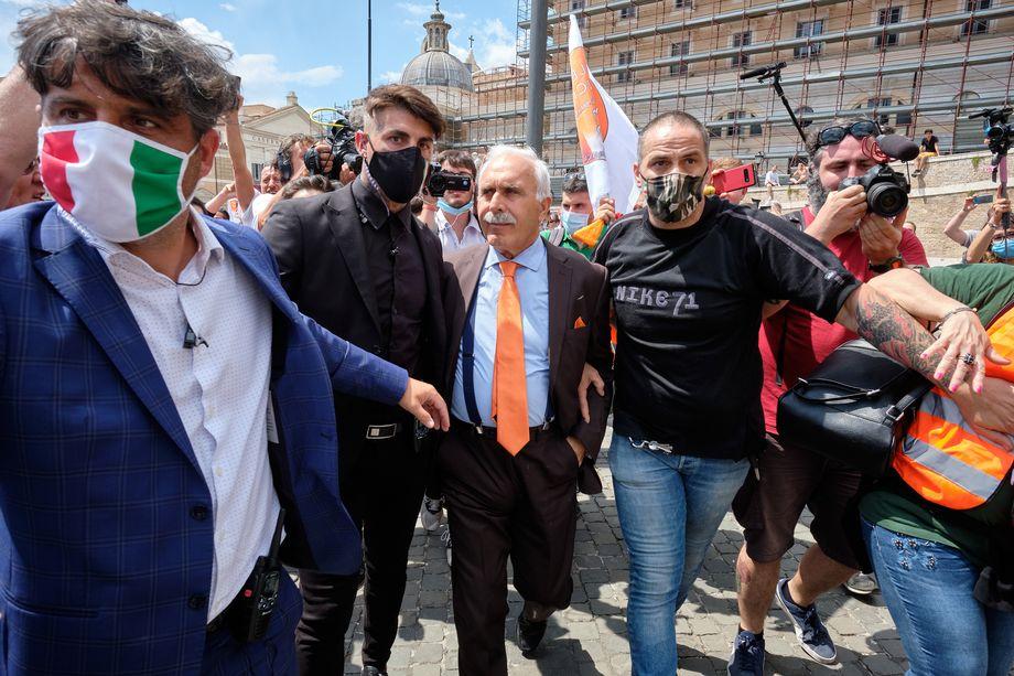 За последние несколько лет Паппалардо принял участие практически во всех существовавших популистских движениях.