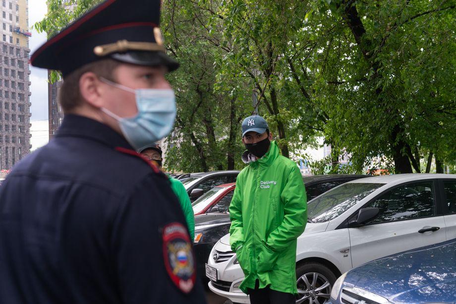 Сотрудники Delivery Club у московского офиса компании.