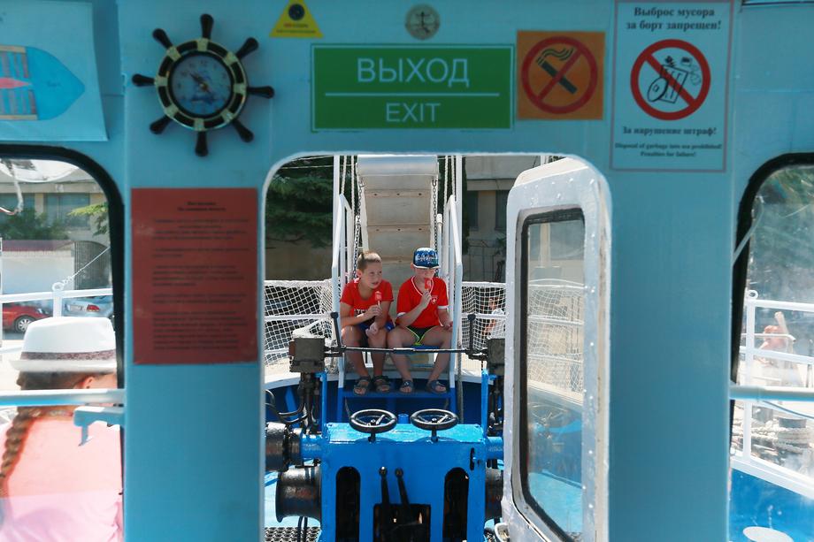 Популярный у крымских туристов морской пассажирский транспорт тоже был парализован из-за карантинных мер. Однако эта отрасль не вошла в перечень пострадавших.