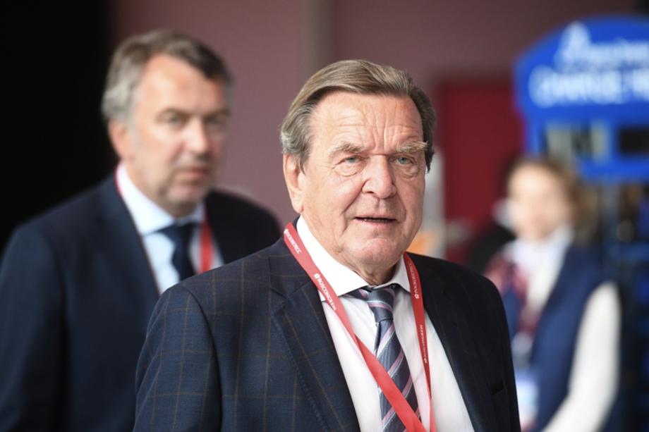Герхард Шрёдер является председателем совета директоров «Роснефти» с 2017 года.