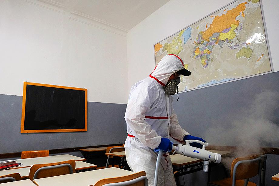 Италия и Испания, перенёсшие самый сильный среди европейских стран шок от пандемии, пока опасаются открывать вузы и школы.