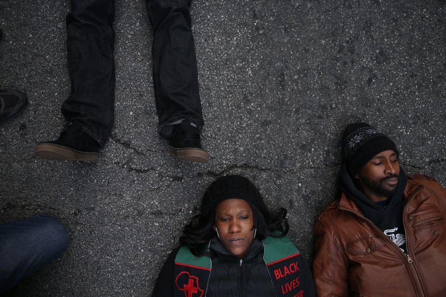 24 декабря 2015 года. Чикаго, штат Иллинойс. Акция протеста «Чёрное рождество».