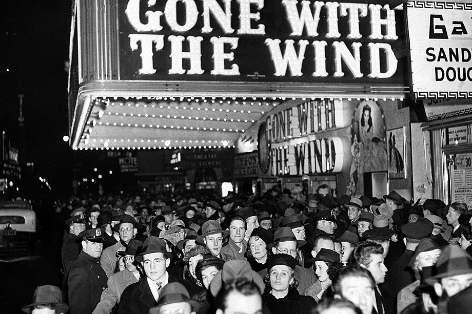 «Унесённые ветром» завоевал восемь премий «Оскар» (и две почётных). Этот рекорд оставался непобитым два десятилетия. На фильм было продано больше билетов, чем на любую другую голливудскую кинокартину.