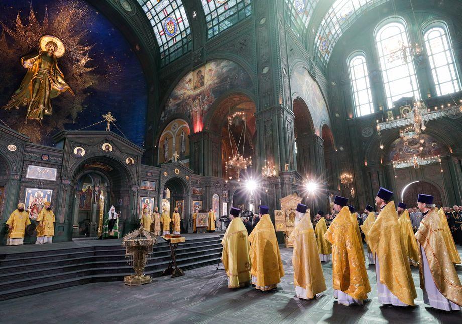 Процесс освящения собора Воскресения Христова.