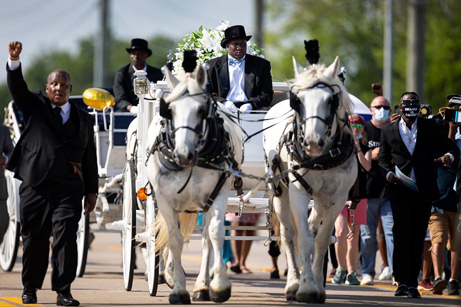Глупые смешки по поводу пышности похорон Флойда – это не про расизм. Это про неуважение в глобальном, человеческом понимании и недостаточность воспитания.