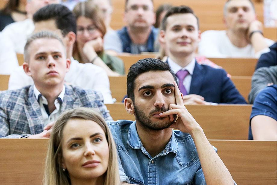 Сами студенты не в восторге от перспективы получения образования дистанционно.
