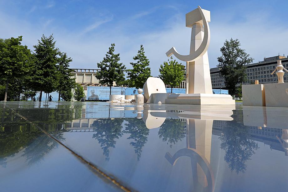 Инсталляции казахского художника Ербосына Мельдибекова «Трансформер».