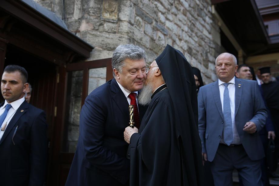 Главному украинскому русофобу Порошенко удалось расколоть православную церковь.