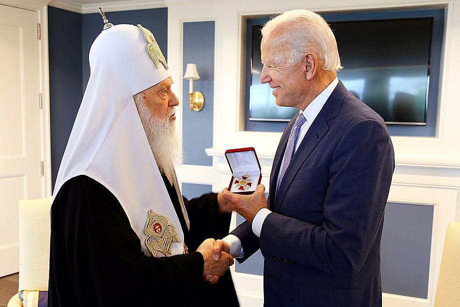 В том же 2018 году патриарх УПЦ Филарет вручил Джо Байдену орден Святого Владимира.