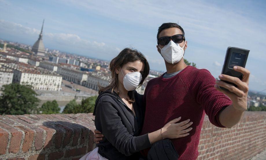 Европейцы предпочитают делать селфи в масках, а не устанавливать следящие приложения. Даже в условиях пандемии.