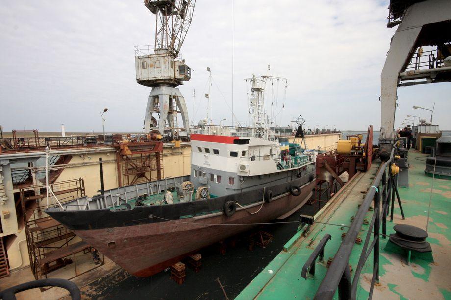 «Черноморнефтегаз», перешедший России после присоединения Крыма, принадлежит не «Газпрому», а правительству республики.
