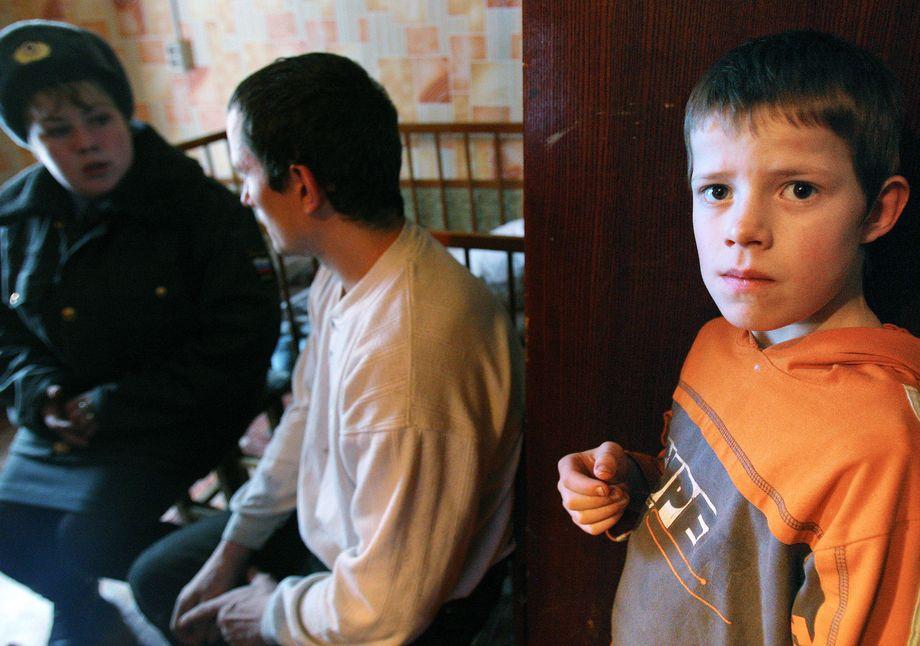 Норма о наказании родителей за ненадлежащее воспитание детей прописана в КоАП так абстрактно, что в принципе штрафовать нерадивых мам и пап можно хоть каждый день.
