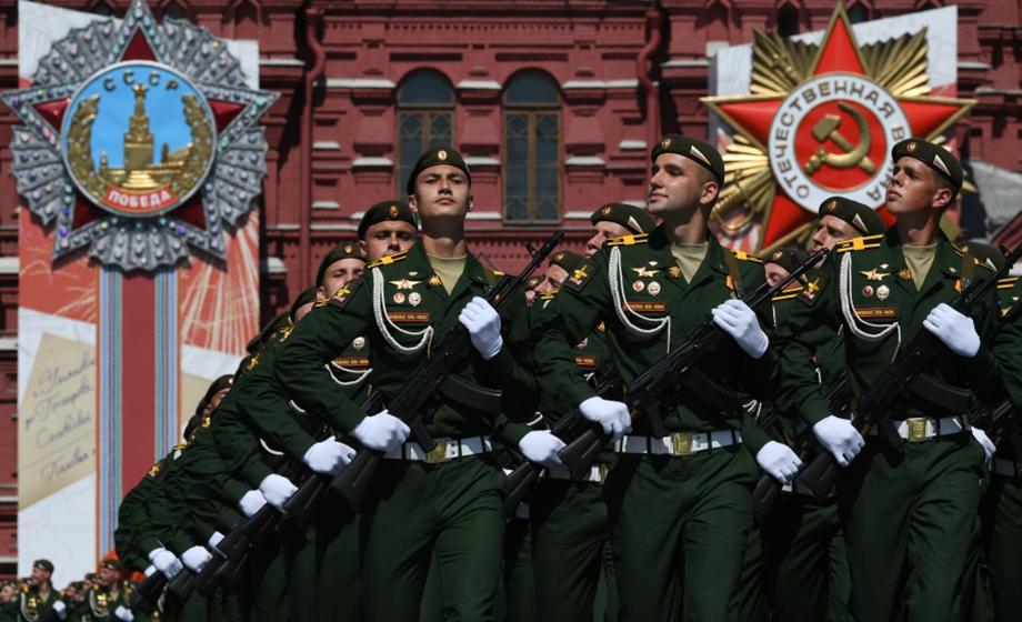 Участниками парада на Красной площади стали более 14 тысяч военнослужащих.