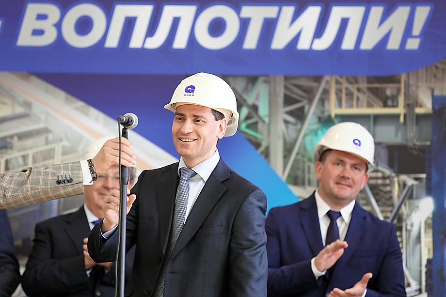 На момент подписания контракта с Украиной Ян Центер был председателем наблюдательного совета ŠKODA JS a.s. и председателем совета директоров УЗТМ.