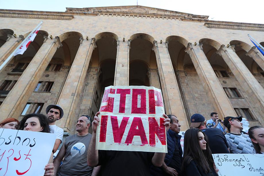 Русофобские настроения постоянно сеются грузинским правительством, жаждущим наконец-то попасть в Евросоюз и НАТО.