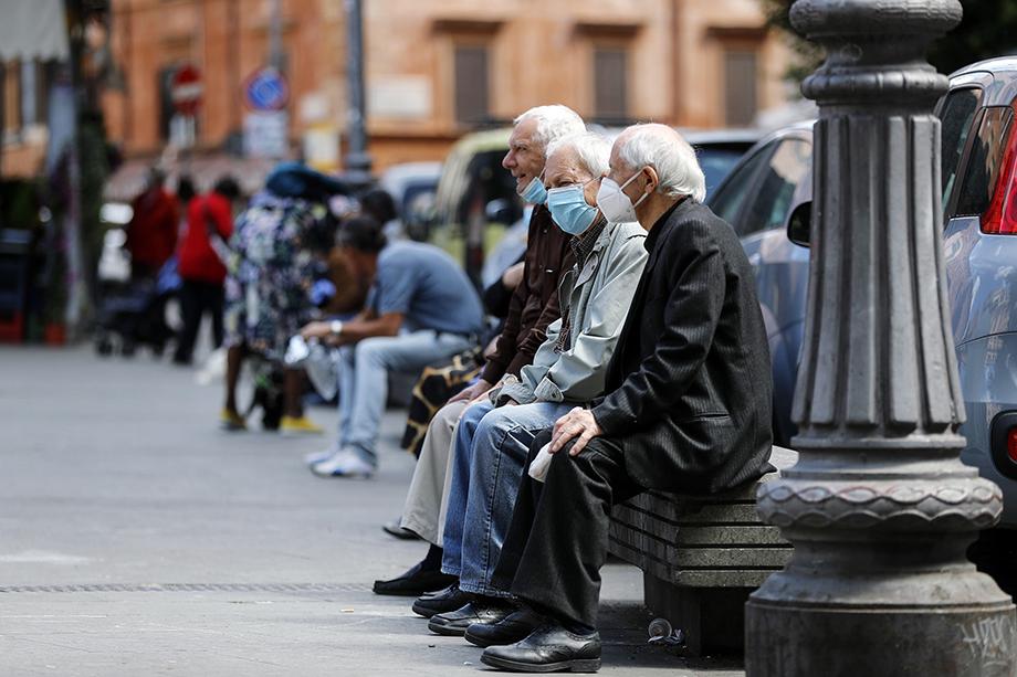 В Италии очень большой процент граждан пенсионного возраста.