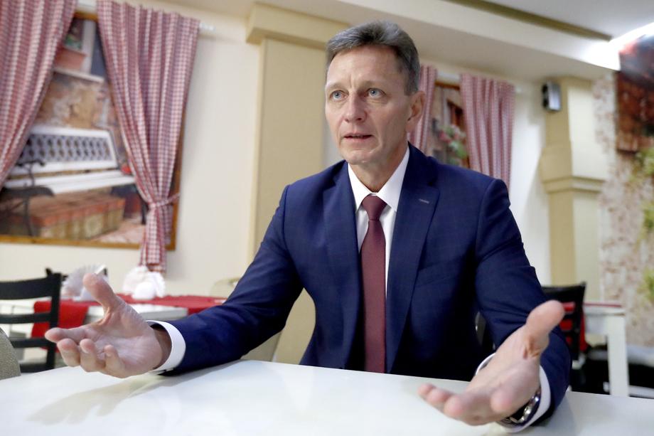 В прошлом году «не повезло» ещё одному члену ЛДПР − губернатору Владимирской области Владимиру Сипягину.