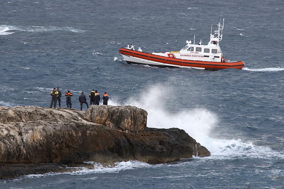 В ноябре прошлого года у берегов итальянского острова Лампедуза перевернулась лодка с 20 мигрантами. Семеро погибли, остальные числятся пропавшими без вести.