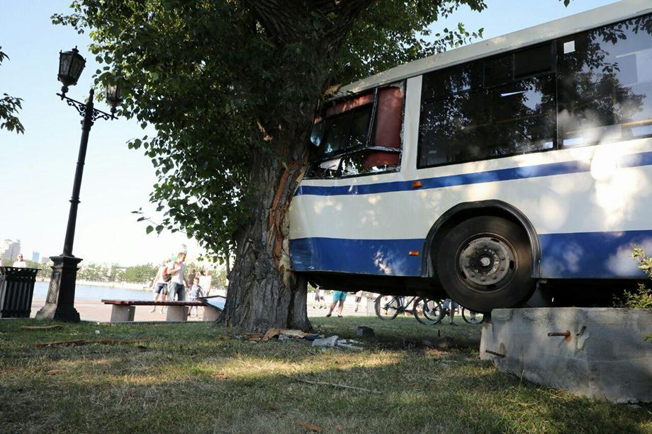 Авария в центре Екатеринбурга произошла вечером 13 июля.
