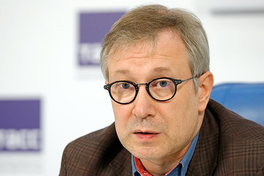 А началась история с июньской заметки «Володин суетится» Алексея Чеснакова на его собственном ресурсе «Актуальные комментарии».