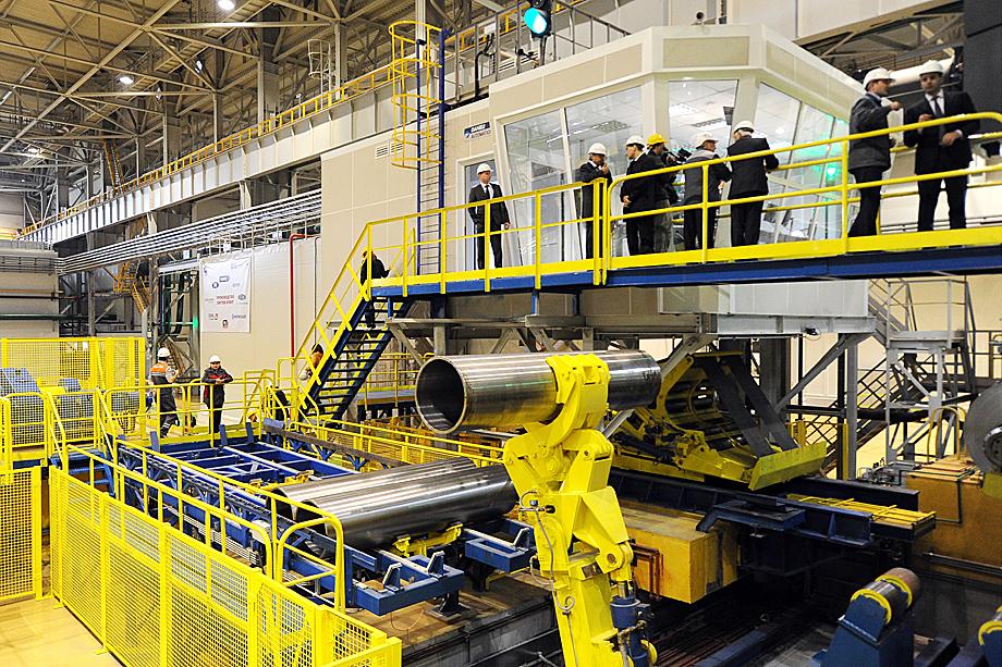 По мнению собеседников «Октагона» недозагрузка прокатного комплекса связана с недостаточной производственной мощностью литейнего цеха КУМЗа.