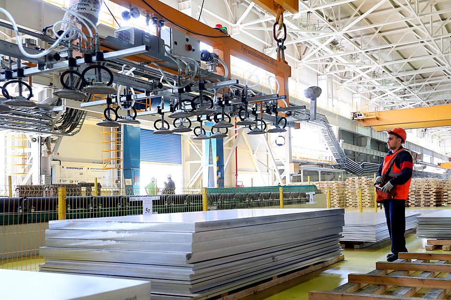 По информации источников «Октагона» руководство КУМЗ планирует пересмотреть трудовые отношения с 65–200 сотрудниками.