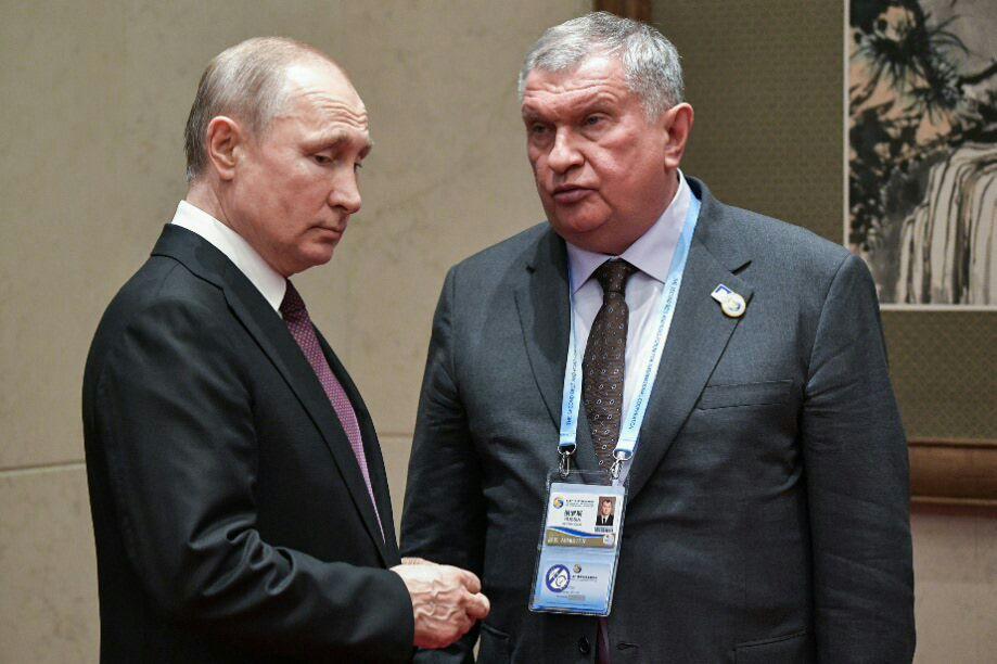 Игорь Сечин в пандемию встречался с президентом России Владимиром Путиным в «безмасочном» режиме.