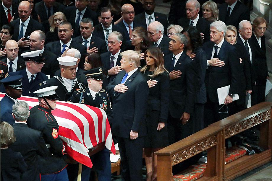 Похороны Джона Сиднея Маккейна III. Маккейн очень любил песню «Take a Chance on Me» группы ABBA. Он обещал, что в случае его победы на президентских выборах она будет звучать во всех лифтах Белого дома. У «Take a Chance on Me» не было шансов.