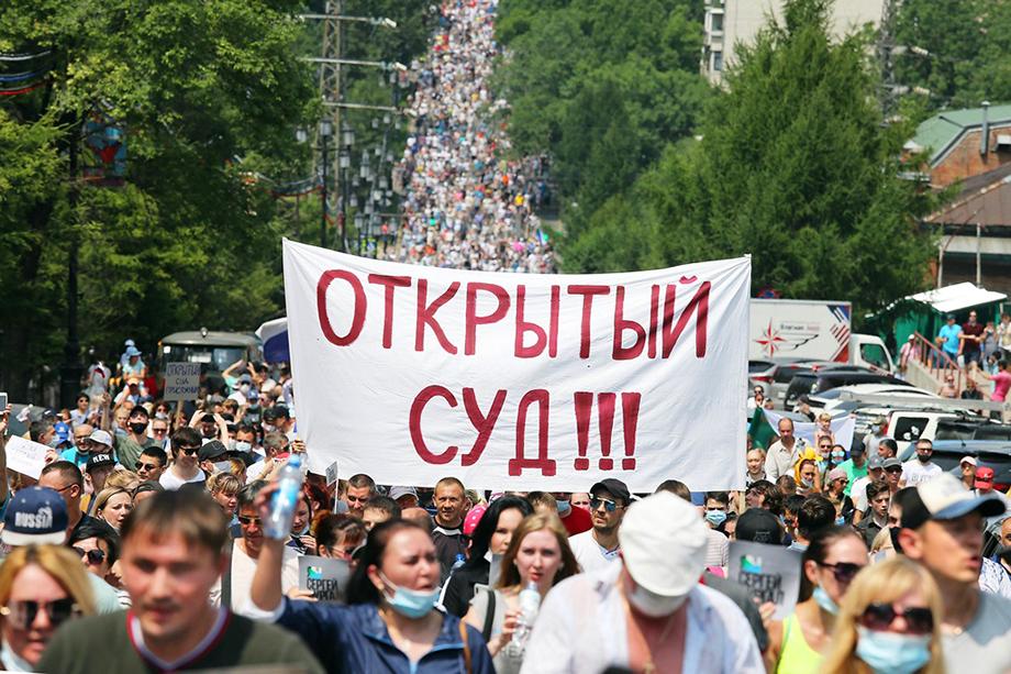 Митингующие просто возмущены неуважением федерального центра к их выбору, а также требуют открытого суда на своей территории.