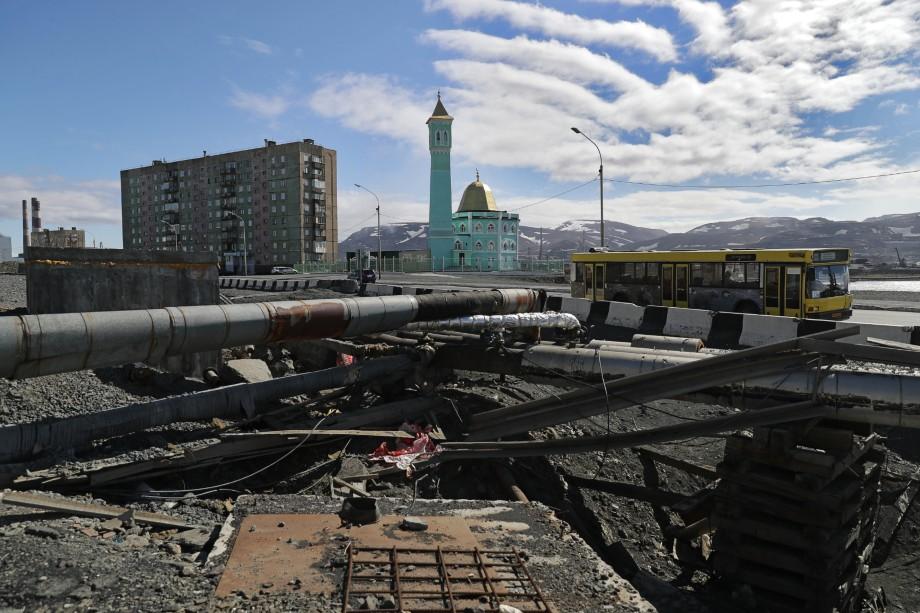 Норильск, полностью подчинённый руководству «Норникеля», переживает колоссальный упадок и настоящую экологическую катастрофу.