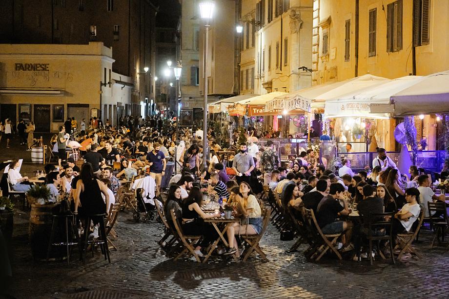 Ответ итальянца на напоминание местной полиции о необходимости ношения защитной маски: «Мы сейчас не на карнавале».