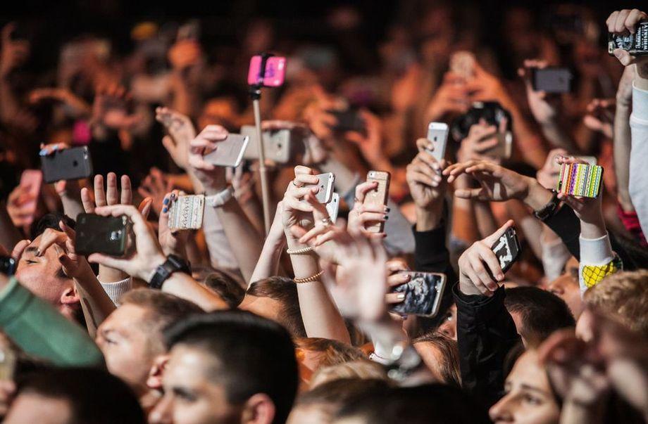 Дозированная подача информации в интернете и социальные сети модерируют процесс отупения.
