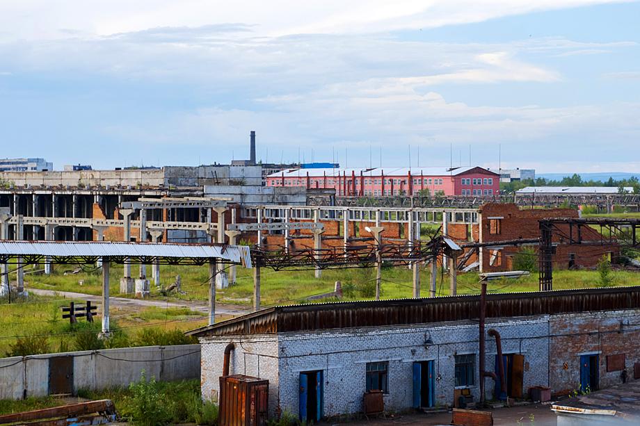 На месте завода образовалась неконтролируемая свалка опасных отходов, а под зданием самого «Усольехимпрома» находится так называемая ртутная линза.