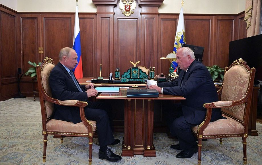 Сергей Чемезов отчитался перед президентом РФ.