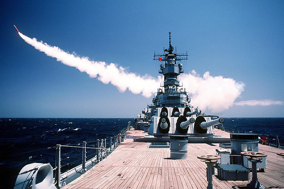В 1991 году во время операции «Буря в пустыне» американские ВМС использовали в Персидском заливе крылатые ракеты «Томагавк» с электромагнитными импульсными боеголовками.