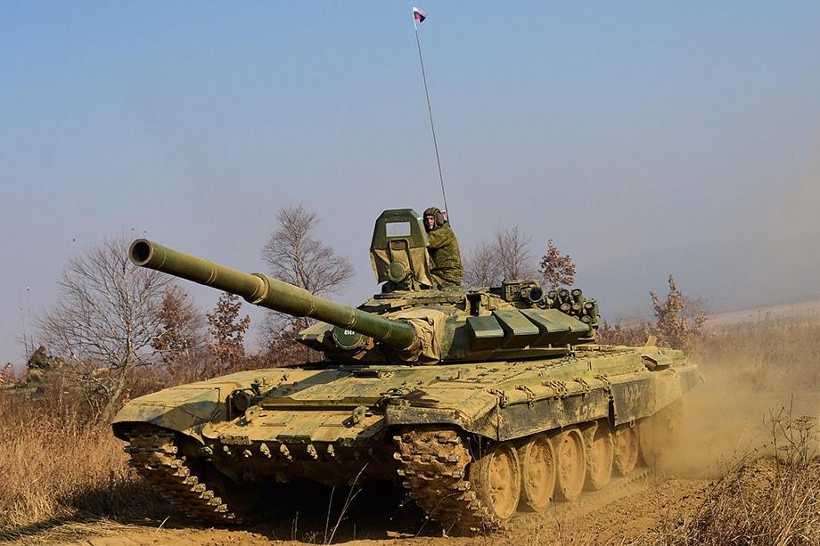 Одним из главных военных партнёров РФ является Индия. Первый договор на закупку танков Т-90 и машинокомплектов для их сборки был подписан в 2001 году.