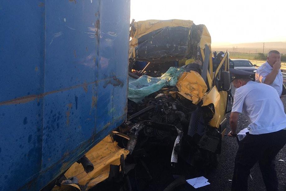 В аварии на трассе «Таврида» погибли девять человек.