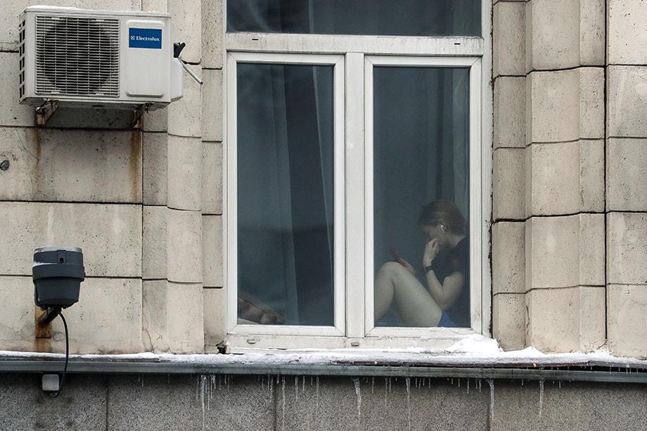 Всех москвичей просто заперли по домам. Выйти можно было только в самый ближайший магазин или для выгула собаки.