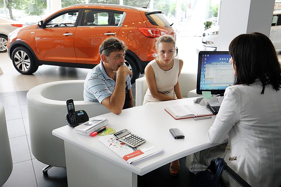 Схема работы «серых» дилеров довольно проста: основная задача – заманить клиента в автосалон, а там уже добиться предоплаты.