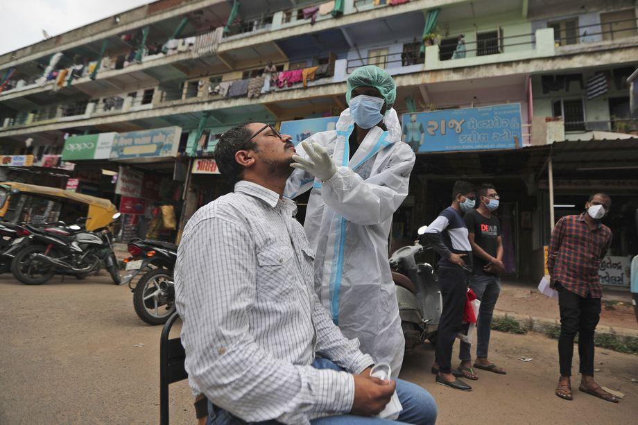 Индия. Ахмедабад. Один из уличных пунктов тестирования на COVID-19.
