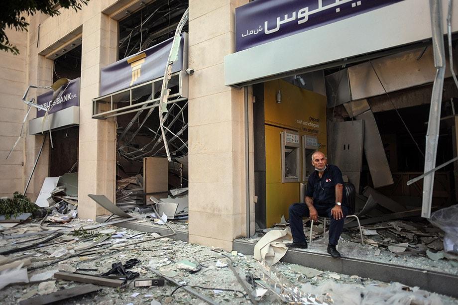 По предварительным данным, взрыв в морском порту Бейрута унёс жизни уже более 100 человек, сотни числятся пропавшими без вести, а порядка 4 тысяч человек пострадали.
